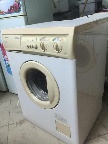 máy giặt cửa ngang gom nhung gi
