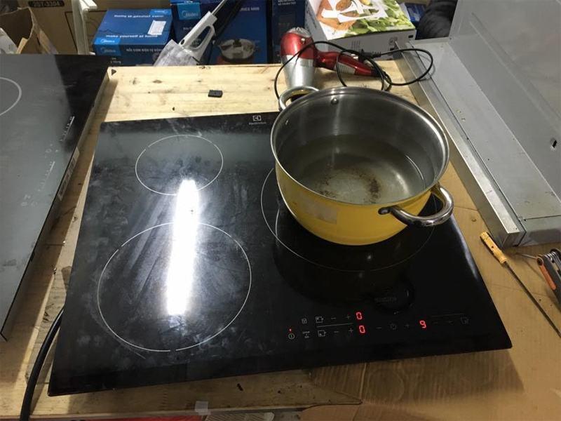 Dịch vụ sửa chữa bếp từ tại quận Ba Đình chuyên nghiệp đến từng thao tác