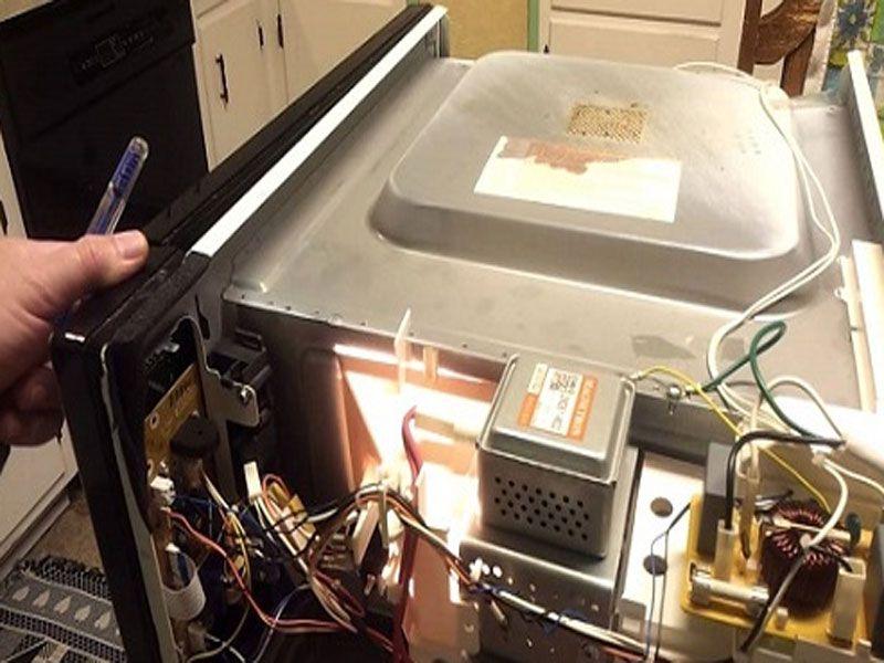 Dịch vụ sửa chữa lò vi sóng tại nhà luôn được khách hàng đánh giá cao