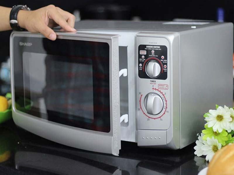Lưu ý khi chọn trung tâm sửa lò vi sóng tại nhà